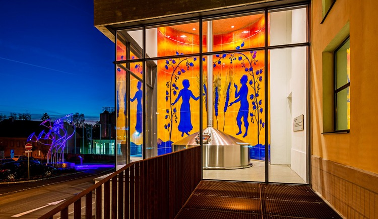Glasreliefwand im Sudhaus (© Martin Pröll)