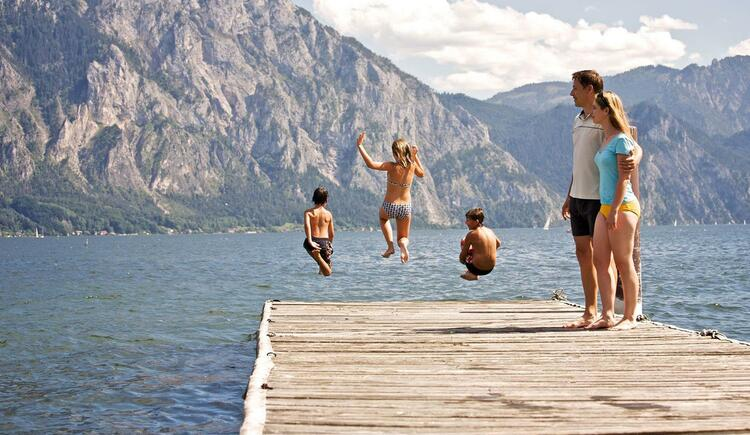 Sprung in den Traunsee (© TVB Traunsee-Almtal)