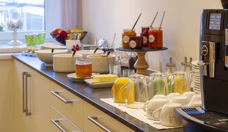Frühstücksbuffet - süße Zeile (© by Gästehaus