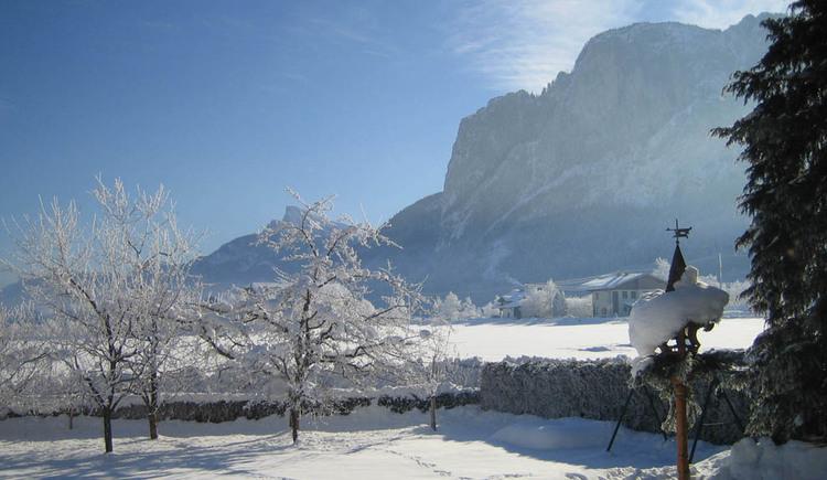 Winterlandschaft mit Blick auf die Drachenwand. (© Fam. Winklhofer)