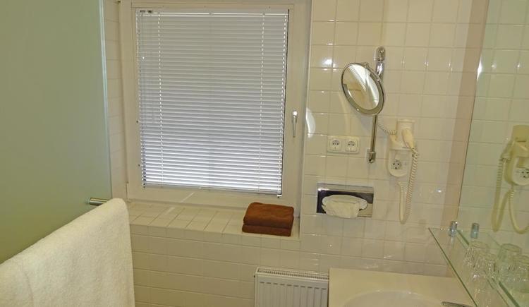 Badezimmer Doppel / Einzel (© Hotel Schlair)
