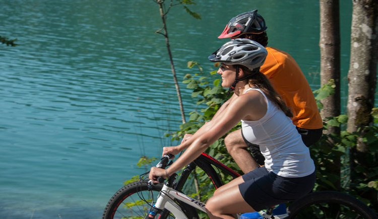 Radfahren im Salzkammergut. (© Salzkammergut Tourismus & Marketing GmbH)