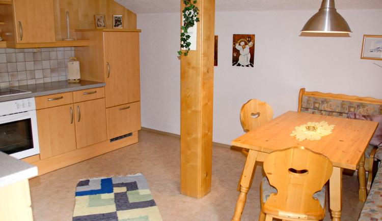 Einem gemütlichem Beisammensein steht in der Küche mit Sitzecke der Ferienwohnung Schlosspark nichts im Weg.