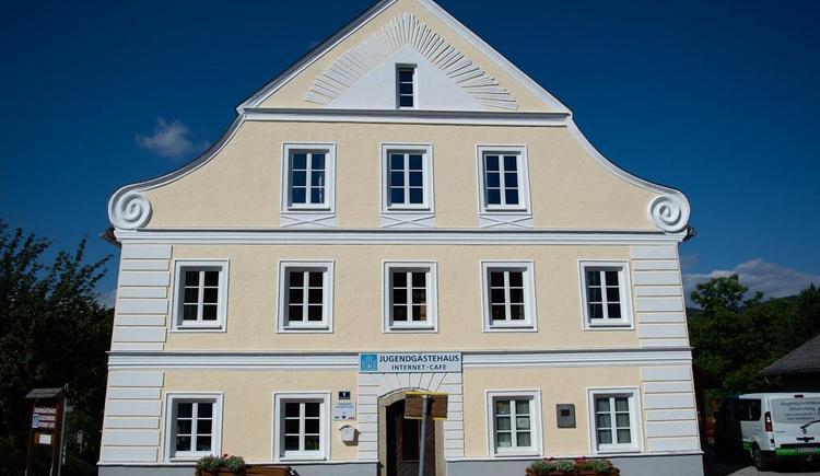 Haus im Sommer von Vorne (© Jugendgästehaus | Schram Lea Katharina)