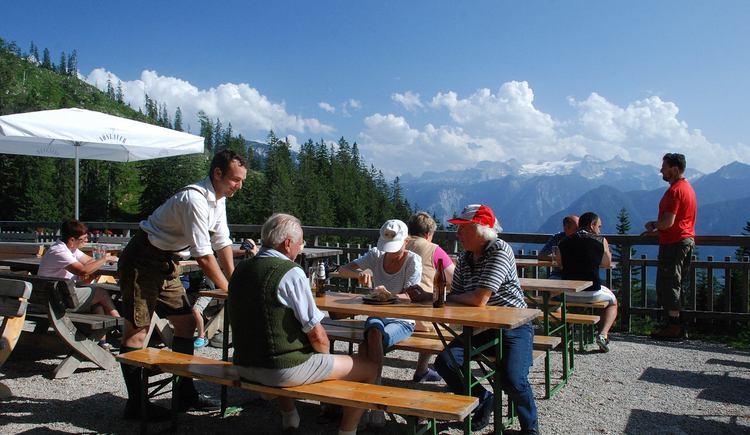 Das Alpengasthaus Hütteneck ist über die familienfreundliche, 1,5 stündige Wanderung, vom Berghotel Predigstuhl ausgehend, erreichbar. (© Ferienregion Dachstein Salzkammergut)