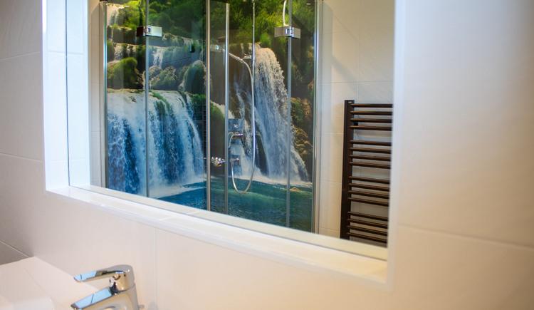 Das Badezimmer in der Ferienwohnung Gamsfeld. (© Laserer)