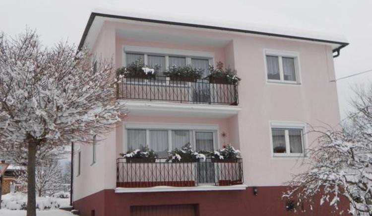 Ferienhaus im Winter (© Privat)