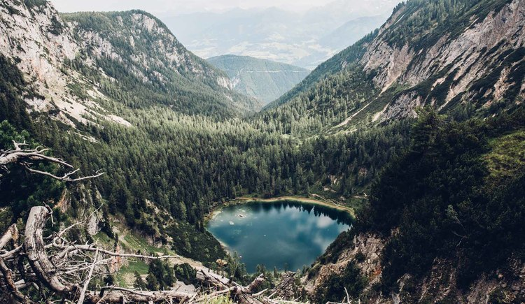Again and again there are waters and lakes that accompany you on the Dachstein circular walk. (© © Dachsteinrundwanderweg © ladyvenom)