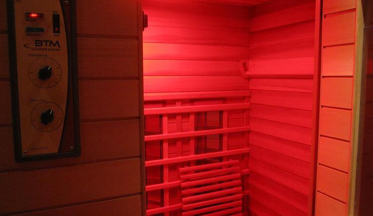 Infrarot-Kabine & kleiner Fitnessraum