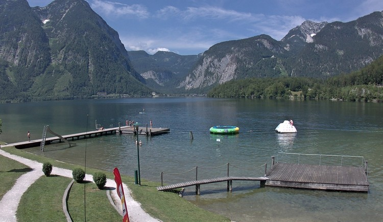 Webcam view of the lake stage of the Strandbad in Obertraun