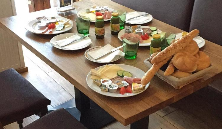 gedeckter Frühstückstisch (© Privat)