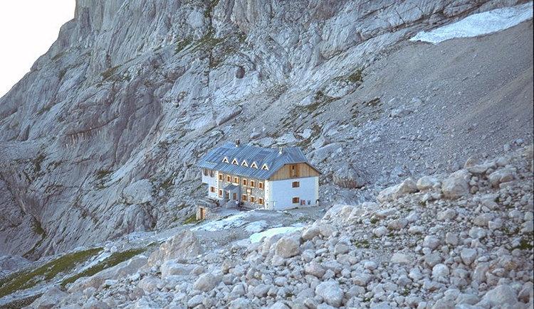 Die Adamekhütte an der Gosauer Dachsteinseite. (© Tourismusverband Dachstein Salzkammergut)