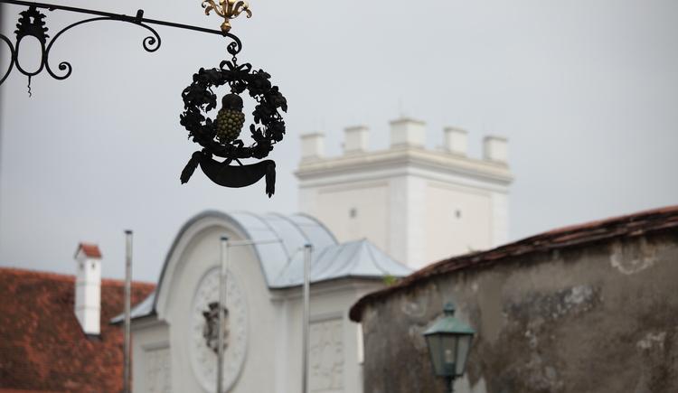 Schloss,  Eingang,  Turm mit Schlosskapelle. (© TSE GmbH)
