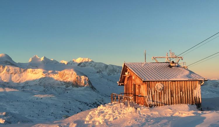 Bergrettungshütte im Winter am Krippenstein. (© Bergrettung Obertraun)