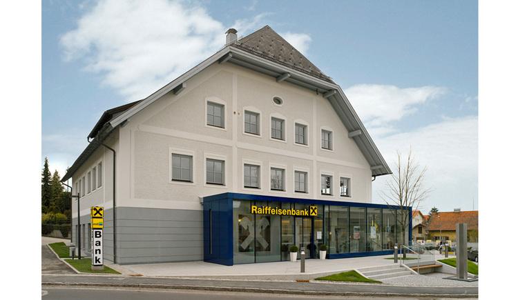 Aussenansicht der Raiffeisenbank Frankenmarkt. (© Raiffeisenbank Frankenmarkt)