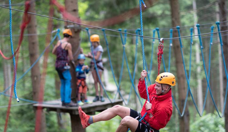 Hochseilgarten Gleinkersee, Hängebrücken, Flying Fox, Schwebebalken für Kinder, Familien, Tagesausflug und Betriebsausflug. (© pyhrnPriel-erlebnisagentur GmbH)