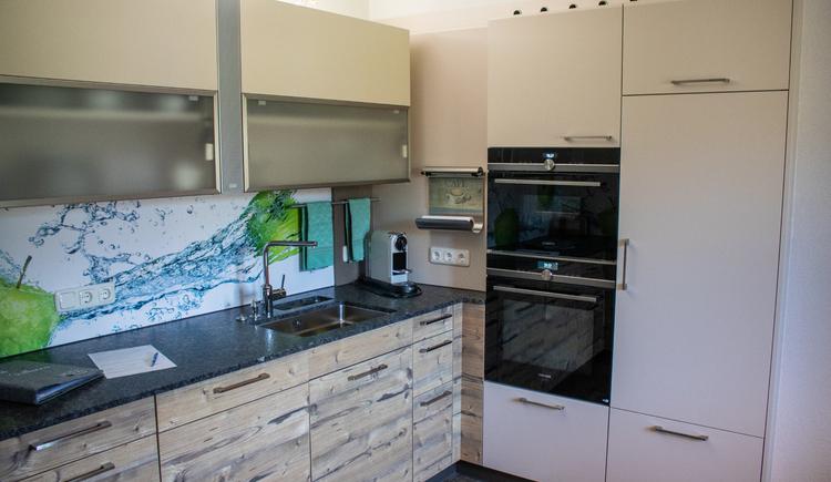 Die Küche ist mit qualitativ hochwertigen Geräten ausgestattet. (© Ferienregion Dachstein Salzkammergut)