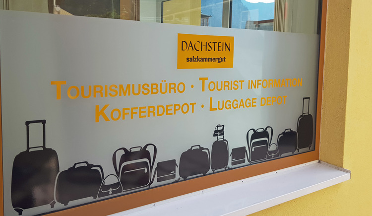 In the baggage depot in Hallstatt you can drop off your luggage and explore Hallstatt carefree.