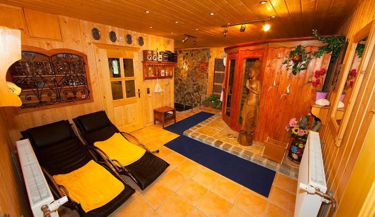 Sauna mit Entspannungsliegen (© Privat)