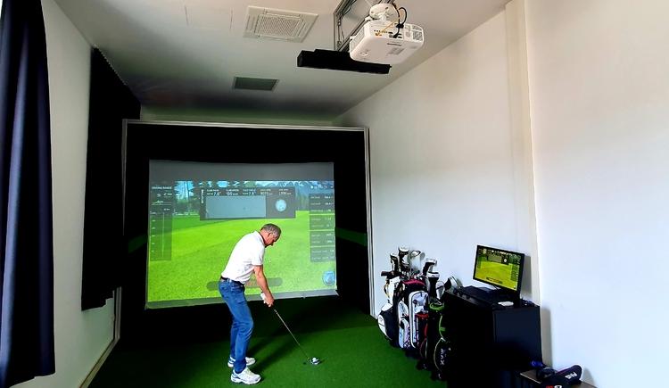 Indoor Golf1 (© Hotel Garni Wallern / Tina Zauner)
