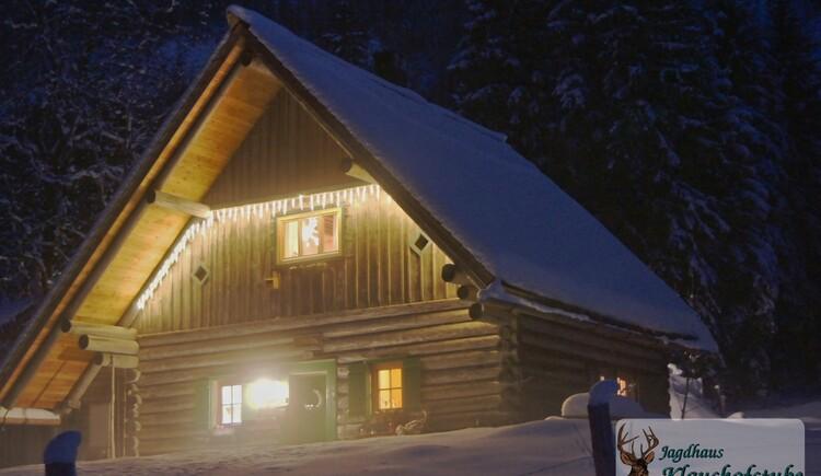 Unser Jagdhaus in der Winternacht. (© Jagdhaus Klaushofstube)