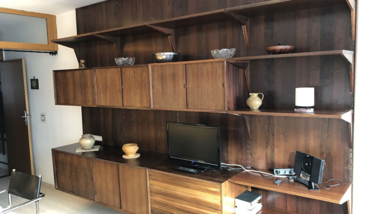 Wohnzimmer Regalwand mit Fernseher