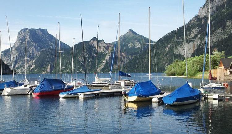 Steganlage 1 mit Traunstein im Hintergrund (© Tourismusbüro Ebensee, Spengler)
