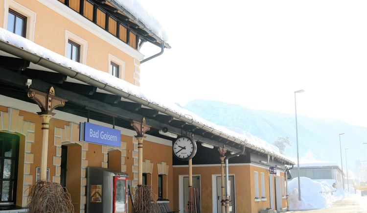The train station of Bad Goisern on the lake Hallstatt is located in the city center.