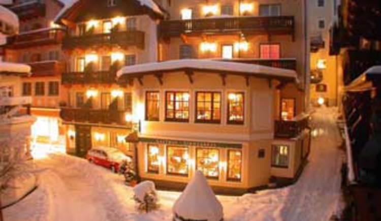 Hotel Zimmerbraeu im Winter. (© Familie Pöllmann)