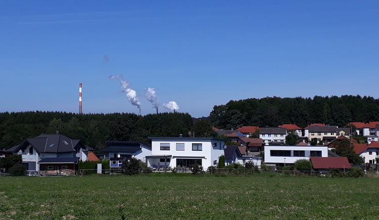 Kellnersteg-Runde - Blick auf den Weiler Starzing. (© Gabriela Hilz)
