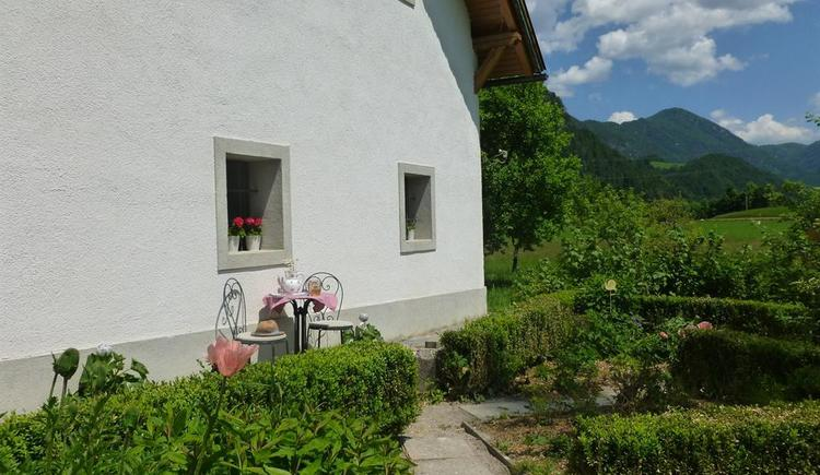Naschgarten mit romantischen Sitzgelegenheit (© berger)