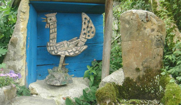 Skulpturen im Garten von Familie Mairhofer am Irrsee. (© Tourismusverband MondSeeLand)