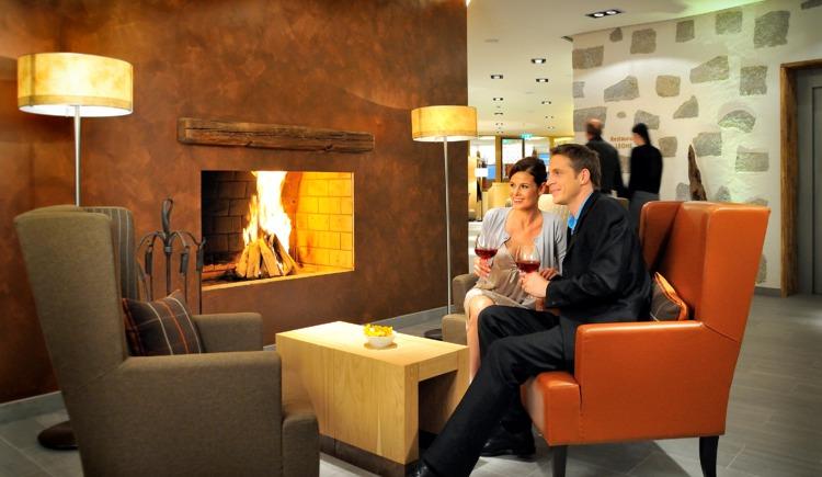 Kamin in Hotellobby.png (© FMTG Beteiligungs GmbH)