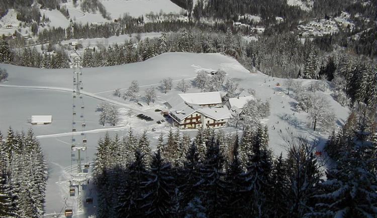 Skiurlaub direkt an der Skipiste (© Berghof Sturmgut)