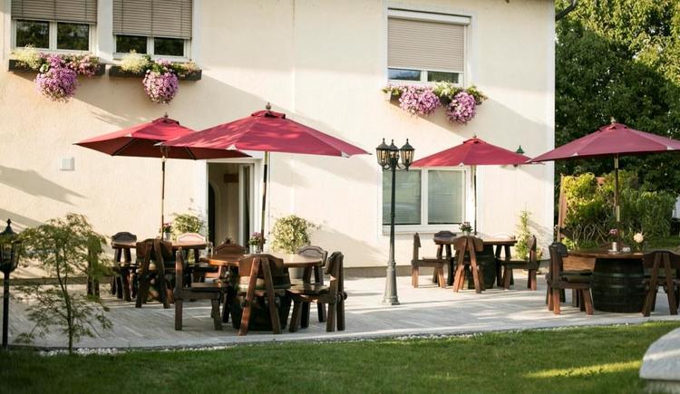 Sonnige Terrasse zum Frühstücken und Relaxen