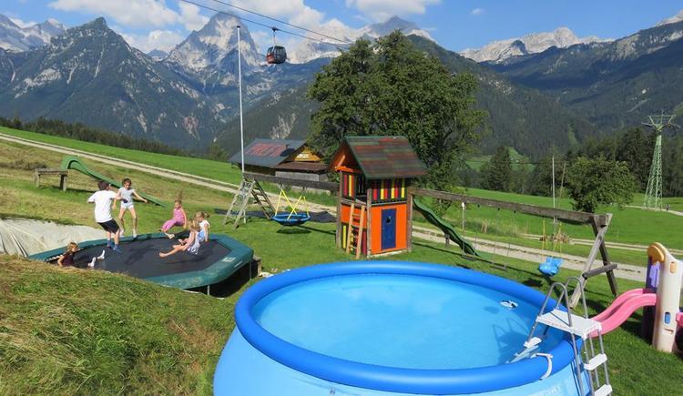 großer Kinderspielbereich gut einsehbar (© Berghof Sturmgut)