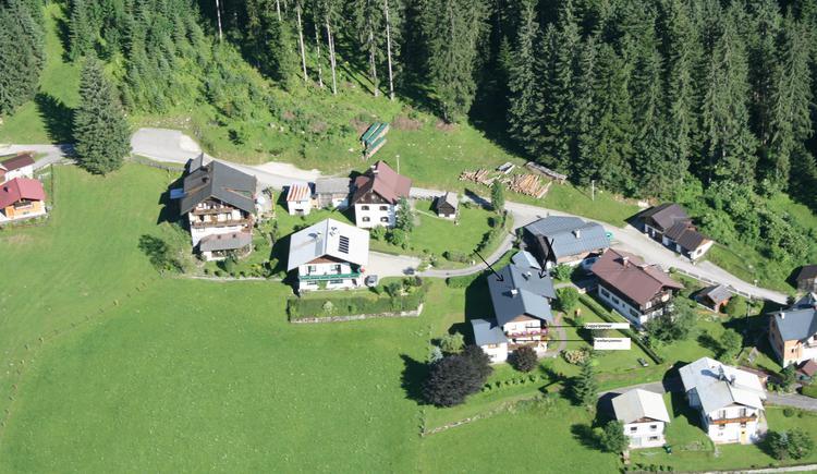 Hier zeigt eine Luftaufnahme zeigt das Haus Schmaranzer. (© Andrea Schmaranzer)