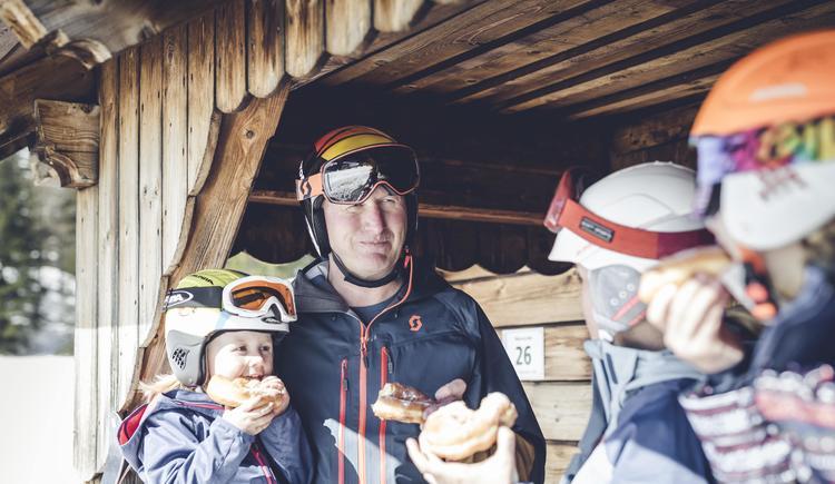 Pyhrn Priel_Winter_Wurzeralm_Familie_Oberoesterrei (© Oberösterreich Tourismus GmbH/Moritz Ablinger)