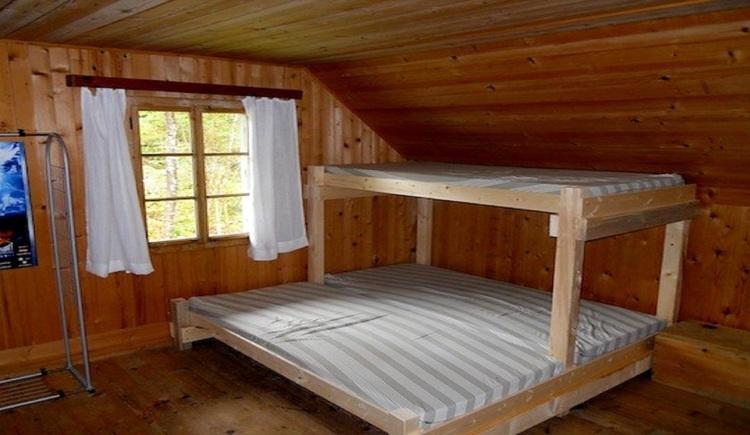 Großzügiger Schlafplatz für bis zu 20 Personen. (© Outdoor Leadership, Helmut Putz)