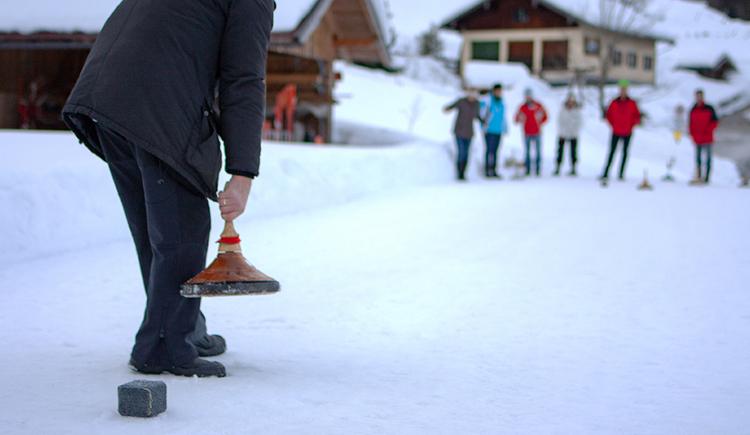 Curling at the Hochsernerhof (© TVB Mondsee-Irrsee)
