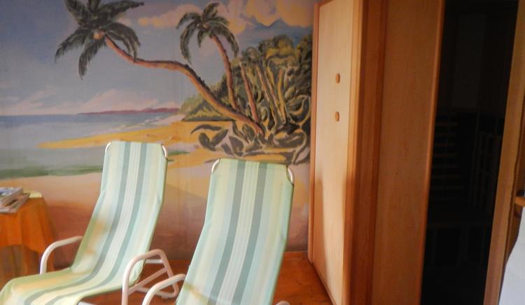 Relaxen im Ruheraum mit Infrarotkabine (© Szarvas)