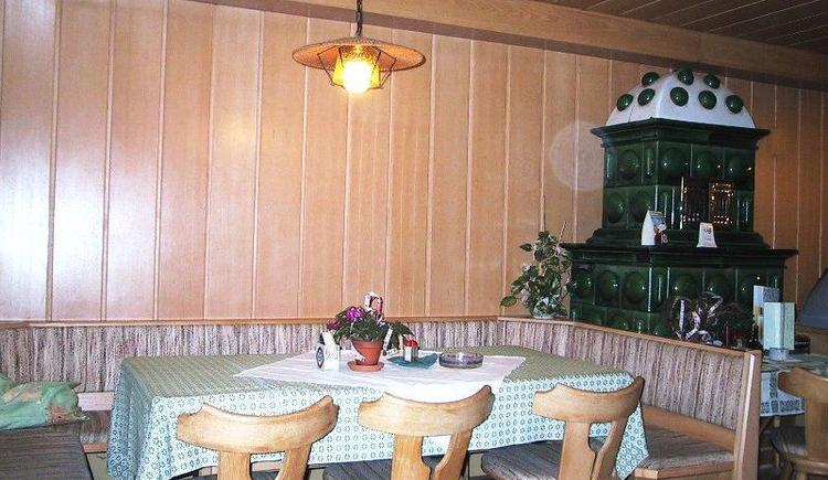 Gaststube mit Kachelofen (© Privat)