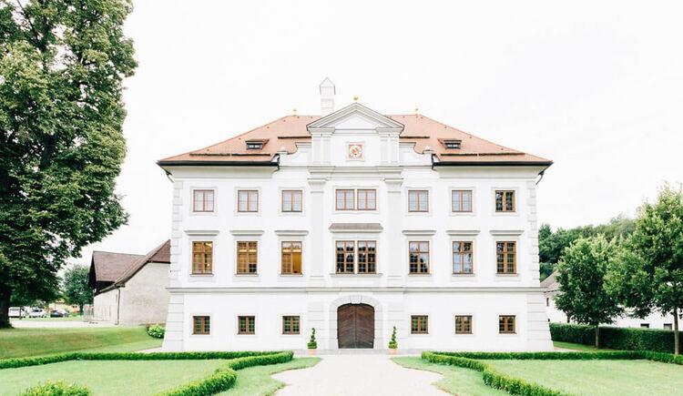 Frontansicht von Schloss Stauff in Frankenmarkt. (© Bilder mit Herz/www.bildermitherz.at)