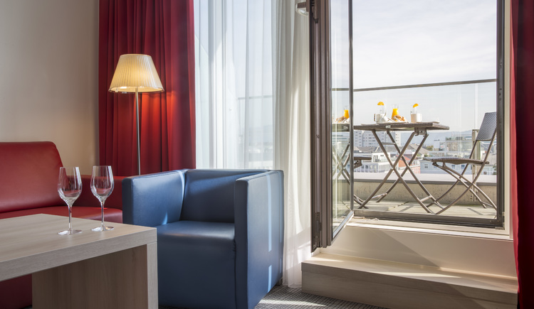 Eine Suite mit Terrasse im Park Inn by Radisson Linz. (© © Radisson Hotel Group)