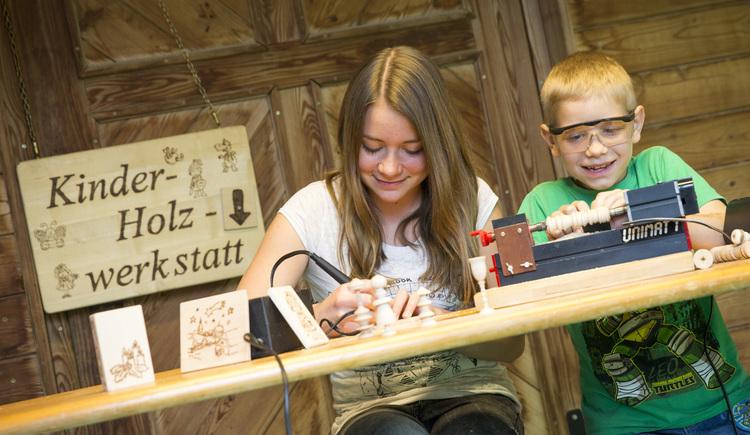 Kinderholzwerkstatt. (© Theo Kust)