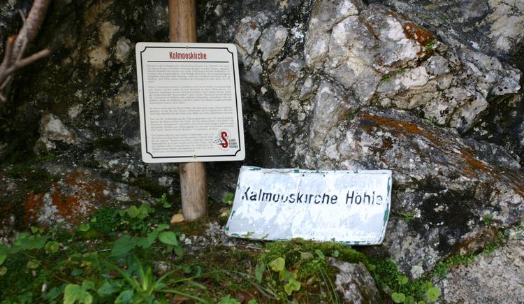 """Der Glücksplatz \""""Kalmooskirche\"""" in Bad Goisern am Hallstättersee."""