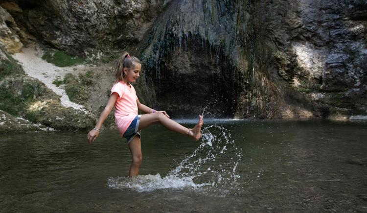 Kind Wasserfall (© (c) Größinger)