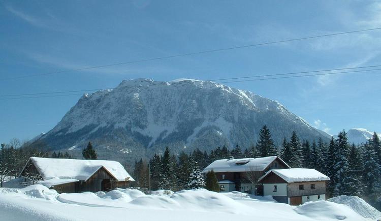 Traumhafte Aussicht von der tief verschneiten Winterlandschaft. (© Pomberger)