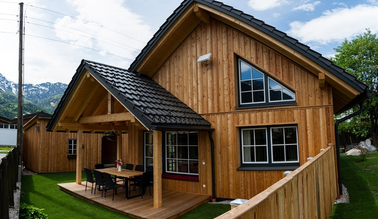 The newly built chalet is made of a solid wood construction and has been well planned. The furnishing puts great attention to details. Chalet 164 in Bad Goisern is a holiday home for guests looking for something special.