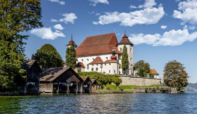 Kloster Traunkirchen vom See aus (© Tourismusverband Traunsee-Almtal/brainpark.traunsee)